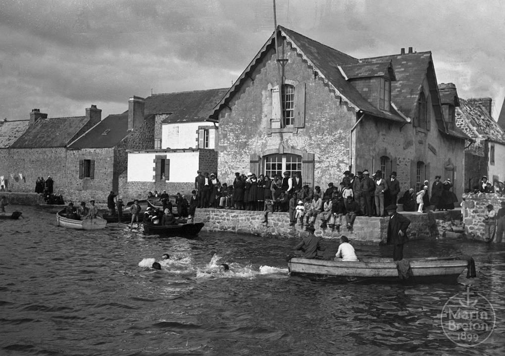 Concours de natation devant l'Abri du Marin (1920/08/01)