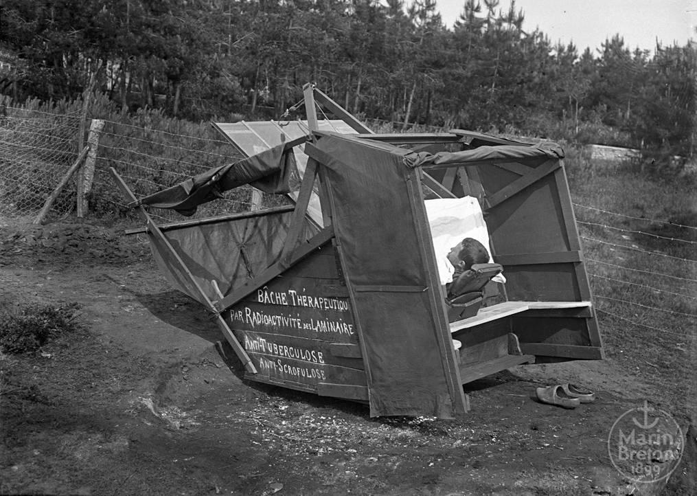 Séance d'algothérapie dans une étuve solaire (1916)