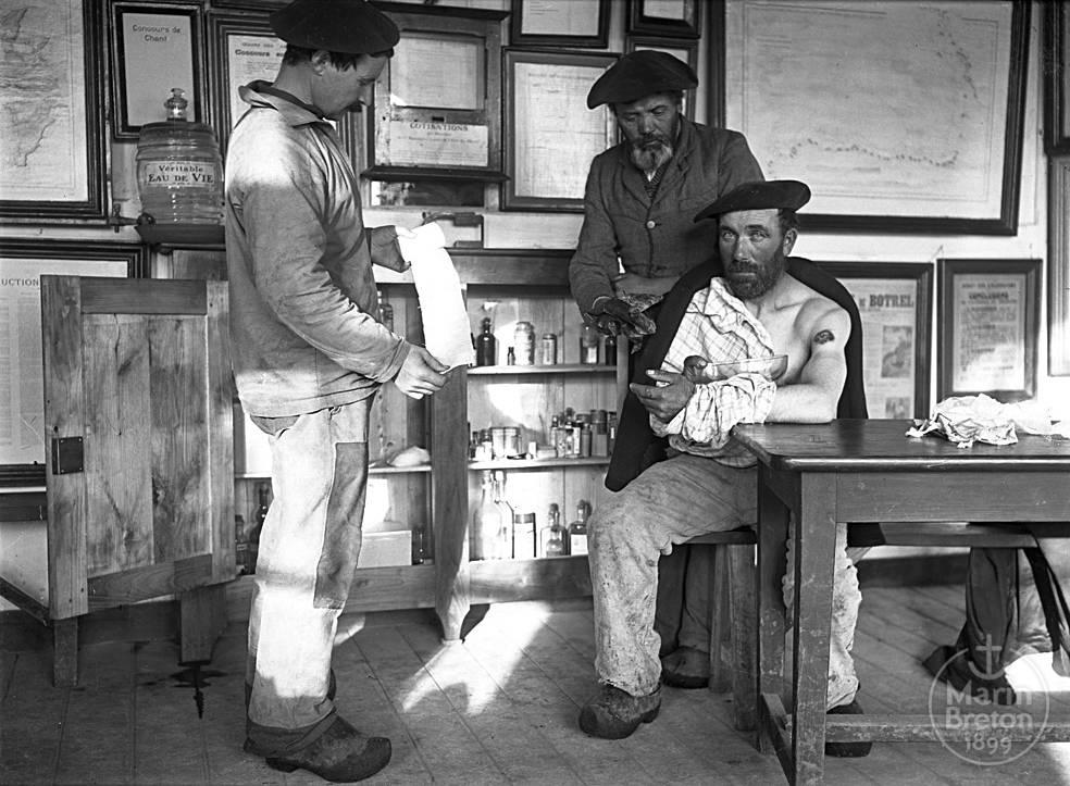Séance de soins à l'Abri du Marin de Sainte-Marine (1910)