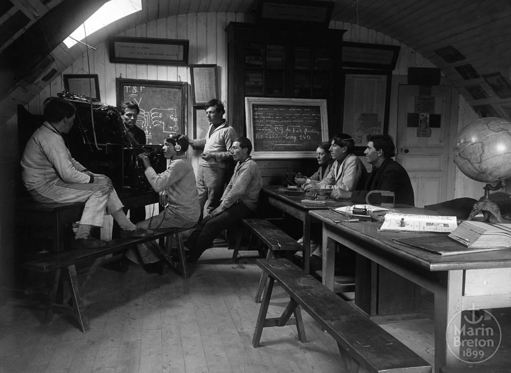 Cours de radiophonie à l'Abri du Marin de Sainte-Marine (1925)