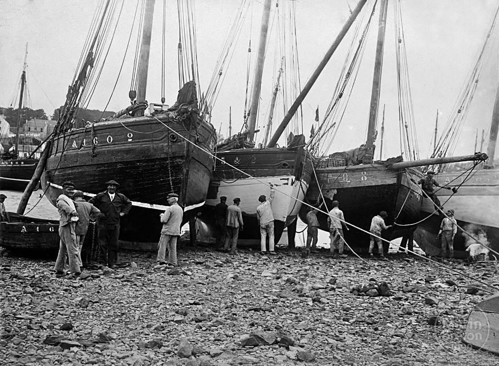 Travaux de carénage sur la grève de Poulgoazec (1934)
